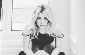 Lola Marois-Bigard : Très sexy et prête à faire face à la crise avec Jean-Marie