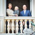 Le prince Albert II de Monaco, la princesse Charlene et leurs enfants le prince Jacques de Monaco et la princesse Gabriella au balcon du palais princier lors de la procession de Sainte Dévote à Monaco le 27 janvier 2017. © Michael Alesi / Bestimage
