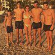 Luca Zidane partage une photo à la plage avec sa maman Véronique et ses trois frères Elyaz, Théo. Instagram le 25 avril 2017.