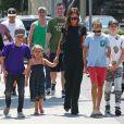 Exclusif - Victoria Beckham est allée déjeuner avec ses enfants Harper, Romeo, Cruz et Brooklyn au restaurant The Golden State à Los Angeles, le 21 août 2016