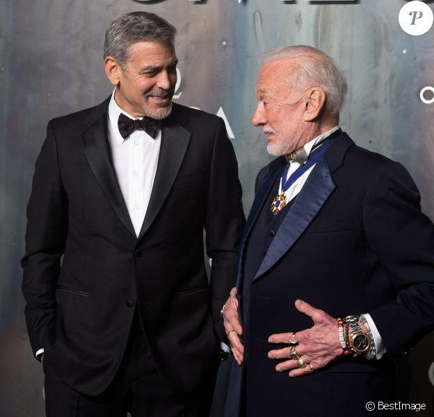 """George Clooney et Buzz Aldrin assistent à la soirée Omega """"Lost in Space"""" pour fêter les 60 ans de la montre Speedmaster à la Tate Modern. Londres, le 26 avril 2017."""