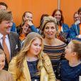 Moment fun ! Le roi Willem-Alexander des Pays-Bas fêtait en famille et en public, entouré notamment de sa femme la reine Maxima et leurs filles les princesses Catharina-Amalia, Alexia et Ariane, son 50e anniversaire le 27 avril 2017 à l'occasion de grandes célébrations à Tilburg, dans le sud du pays.