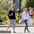 """Exclusif - Prix Spécial - No Web No Blog - Shannen Doherty et sa mère Rosa sont allées faire du shopping à Malibu, le 26 juillet 2016. Elle porte un bandana sur la tête. L'actrice de la série """"The Beverly Hills 90210"""" se bat depuis mars 2015 contre un cancer du sein. Comme elle va bientôt subir une chimiothérapie, elle a décidé de s'y préparer en se rasant les cheveux. Il y a quelques jours, Elle a voulu immortaliser cet instant et le partager avec ses fans en publiant une photo sur Instagram. """"Merci aux trois personnes qui m'ont aidée à traverser cette journée incroyablement difficile et qui continuent à être présents à chaque minute pour me soutenir et m'aimer"""", a-t-elle écrit en commentaire du cliché. Un message qui a beaucoup ému.26/07/2016 - Malibu"""