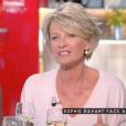 """Sophie Davant dans l'émission """"C à vous"""" sur France 5, le 2 mai 2017."""