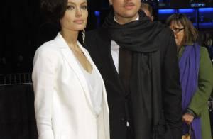 Brad Pitt et Angelina Jolie amoureux, mais Brad... c'est quoi ces bouteilles d'alcool que tu caches ?