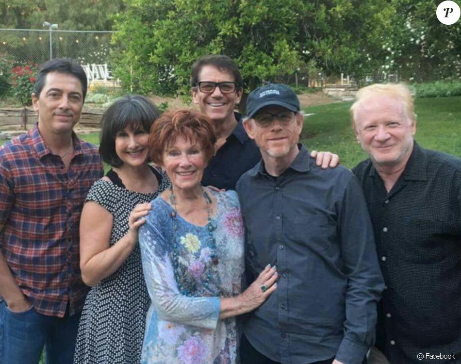 Scott Baio, Ron Howard, Marion Ross, Don Most, Cathy Silvers et Anson Williams réunis pour l'enterrement d'Erin Moran - Photo publiée sur Facebook le 3 mai 2017