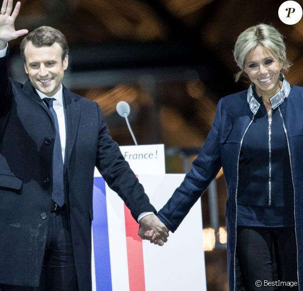 Emmanuel Macron avec sa femme Brigitte Macron (Trogneux) - Le président-élu, Emmanuel Macron, prononce son discours devant la pyramide au musée du Louvre à Paris, après sa victoire lors du deuxième tour de l'élection présidentielle le 7 mai 2017. © Cyril Moreau / Bestimage
