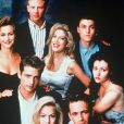 Jennie Garth, Jason Priestley, Gabrielle Carteris, Ian Ziering, Tori Spelling, Shannen Dohert, Brian Green et Luke Perry de la série Beverly Hills en 1990