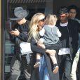 Exclusif - Ashlee Simpson est allée déjeuner en famille avec son mari Evan Ross et sa fille Jagger à Los Angeles, le 16 février 2017 © CPA/Bestimage
