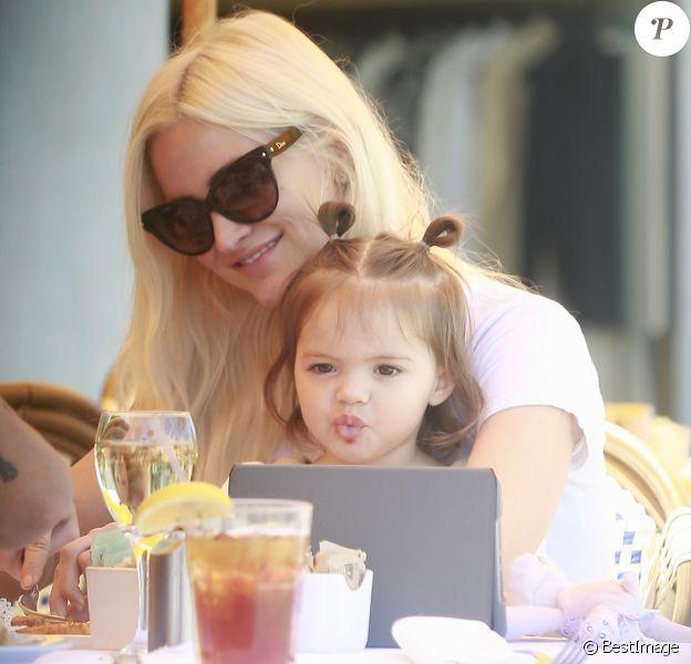 Exclusif - Ashlee Simpson est allée déjeuner avec son mari Evan Ross et sa fille Jagger au restaurant Le Petit Four à West Hollywood.Le 1er avril 2017