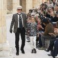 """Karl Lagerfeld et son filleul Hudson Kroenig - Défilé de mode """"Chanel"""", collection prêt-à-porter croisière 2018 au Grand Palais à Paris. Le 3 mai 2017 © Olivier Borde / Bestimage"""
