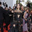 """""""Emily Ratajkowskià la Montée des marches du film """"Nelyubov"""" lors du 70ème Festival International du Film de Cannes. Le 18 mai 2017. © Borde-Jacovides-Moreau/Bestimage"""""""