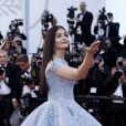 "Aishwarya Rai (robe Michael Cinco) - Montée des marches du film ""Okja""lors du 70e Festival International du Film de Cannes. Le 19 mai 2017. © Borde-Jacovides-Moreau/Bestimage"