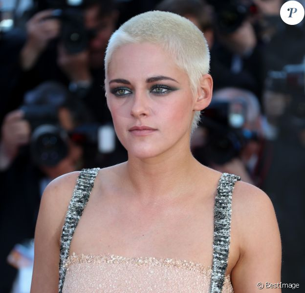 """Kristen Stewart en Chanel - Montée des marches du film """"120 battements par minute"""" lors du 70ème Festival International du Film de Cannes. Le 20 mai 2017. © Borde-Jacovides-Moreau / Bestimage"""