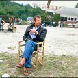 Roger Moore sur le tournage de Dangereusement vôtre en 1984