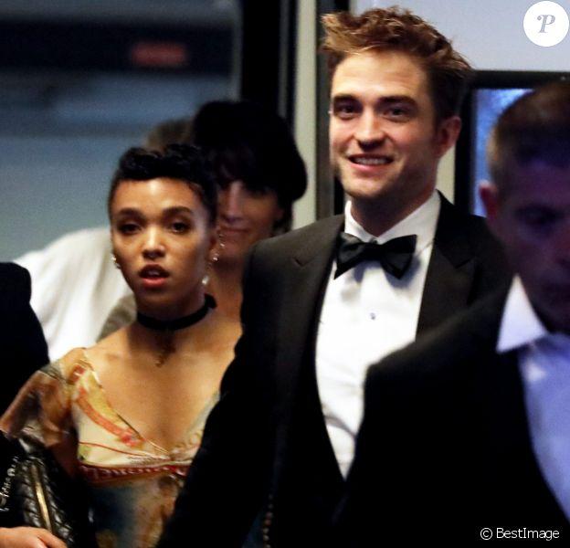 """Robert Pattinson et sa compagne FKA twigs - Descente des marches du film """"Good Time"""" lors du 70ème Festival International du Film de Cannes. Le 25 mai 2017 © Borde-Jacovides-Moreau / Bestimage"""