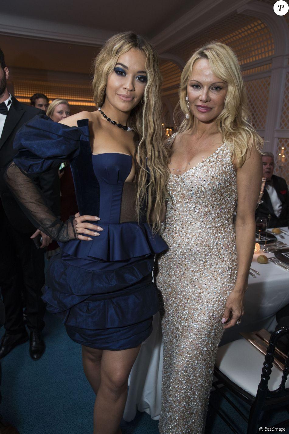"""Rita Ora et Pamela Anderson - Soirée de Grisogono """"Love On The Rocks"""" à l'hôtel Eden Roc au Cap d'Antibes lors du 70 ème Festival International du Film de Cannes. Le 23 mai 2017."""