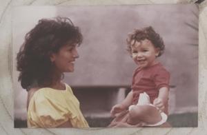 Alizée se dévoile bébé avec sa maman : Un très tendre cliché !