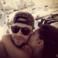 """Bastien et Mélanie de """"Secret Story 10"""" en vacances en amoureux en Guadeloupe, le 1er décembre 2016."""