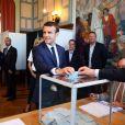 Le président de la République française Emmanuel Macron et sa femme la première, dame Brigitte (Trogneux) sont allés voter à la mairie du Touquet pour le premier tour des législatives, au Touquet, France, le 11 juin 2017. © Sébastien Valiela/Bestimage