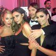 Ken Paves pose avec ses grandes amies Victoria Beckham et Eva Longoria sur Instagram.