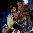 Beyonce Knowles, Jay Z et leur fille Blue Ivy sur la scène des MTV Video Music Awards, à Los Angeles, le 24 août 2014.