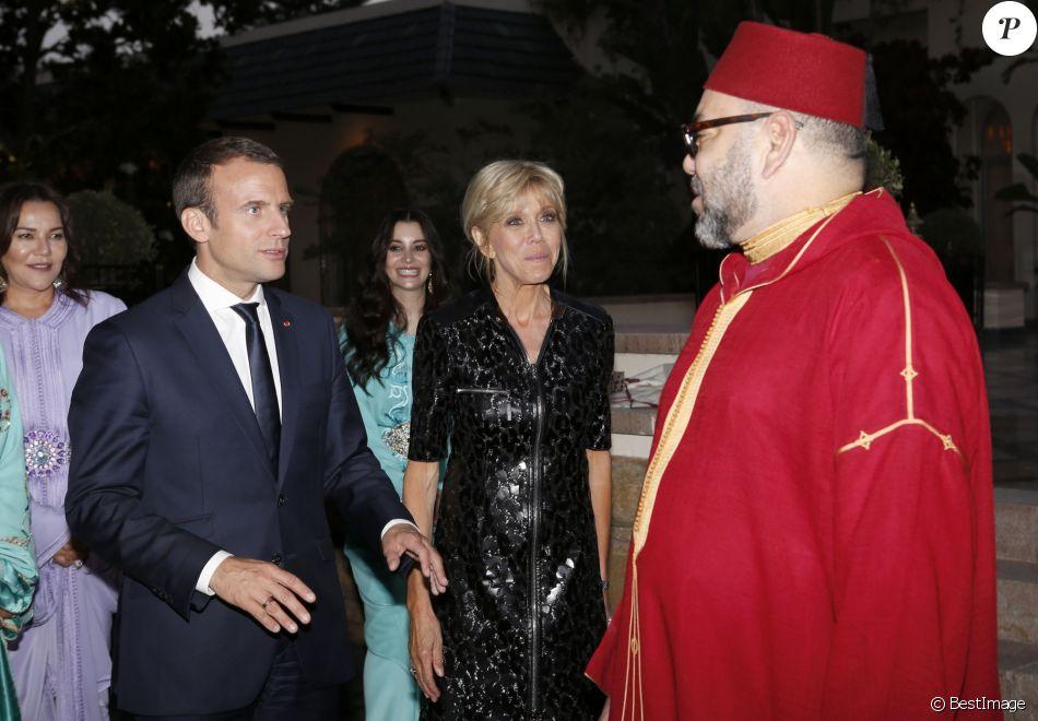 Le président de la République française Emmanuel Macron, sa femme la première dame française Brigitte Macron (Trogneux) sont accueillis par le roi Mohammed VI du Maroc, sa femme la princesse Lalla Salma du Maroc, leur fille la princesse Llala Khadija du Maroc et ses soeurs les princesses Lalla Meryem, Lalla Hasnaa et Lalla Hasma lors du Ftour (repas de rupture du jeûne) offert par le roi Mohammed VI du Maroc en leur honneur du couple présidentiel français à Rabat, le 14 juin 2017, lors de la visite privée du couple présidentiel. © Abdeljalil Bounhar/Pool/Bestimage