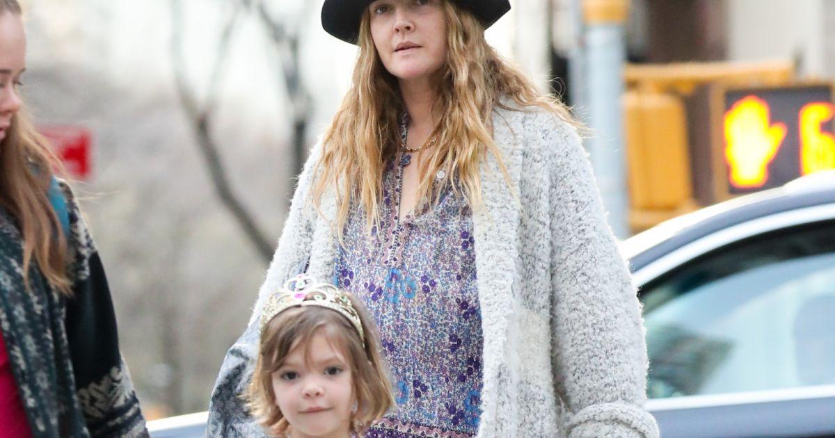 Drew barrymore et ses deux filles dans les rues de new york le 11 avril 2017 - Charlotte de turckheim et ses filles ...