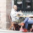 Exclusif - Jesse Williams est allé déjeuner au restaurant Little Doms avec une mystérieuse inconnue à Los Feliz, le 15 mai 2017.