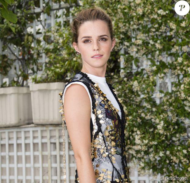 Photocall de Emma Watson (robe Louis Vuitton) à l'hôtel Le Bristol Paris le 22 juin 2017. © Pierre Perusseau / Bestimage