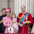 """Le prince Harry avec la famille royale britannique lors de la parade """"Trooping the colour"""" à Londres le 17 juin 2017."""