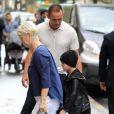 Céline Dion et ses enfants Eddy et Nelson sortent de l'hôtel Royal Monceau pour aller à la boutique Stanlowa à Paris le 27 juin 2017