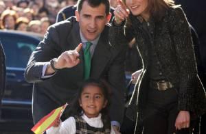 La superbe Letizia d'Espagne et son prince : 35 000 personnes pour leur chanter