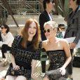 """Julianne Moore et Cara Delevingne - Défilé de mode """"Chanel"""", collection Haute Couture automne-hiver 2017/2018, au Grand Palais à Paris. Le 4 juillet 2017. © Olivier Borde/Bestimage"""