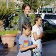Exclusif - Brooke Burke et son mari David Charvet avec leurs enfants Shaya Braven et Heaven Rain arrivent au cinéma à Calabasas le 14 avril 2017.© CPA/Bestimage