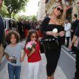 Mariah Carey quitte l'hôtel plaza avec ses enfants. Le 24 juin 2017