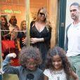 Mariah Carey fait du shopping chez Louboutin, pendant que ses enfants Monroe et Moroccan mangent une pizza au milieu de la boutique, à Paris, le 23 juin 2017.