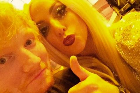 Ed Sheeran lynché par les fans de Lady Gaga : La chanteuse réagit !
