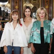 Fashion Week : Karin Viard retrouve Elsa Zylberstein et Isabelle Huppert
