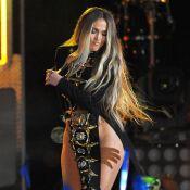 Jennifer Lopez : Sexy en robe très fendue, à deux doigts d'en montrer trop !