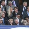 25 avril 2007 : Harry et sa Chelsy regardent la demi finale du UEFA Champion's league à Liverpool. Le prince semble plus concentré sur sa belle que sur le match !