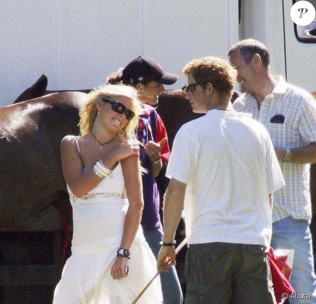 Le 15 Juillet 2006, Le Prince Harry et sa petite amie Chelsy Davy sont venus encouragés Le Prince Williams au polo à Wiltshire.