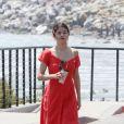 Exclusif - Selena Gomez, sans maquillage, se promène près de l'océan à Malibu, le 11 juillet 2017. © CPA/Bestimage