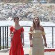 Exclusif - Selena Gomez, sans maquillage, se promène avec Theresa Marie Mingus près de l'océan à Malibu, le 11 juillet 2017. © CPA/Bestimage