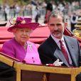 La reine Elisabeth II d'Angleterre et le roi Felipe VI d'Espagne - Le couple royal d'Espagne reçu au palais de Buckingham par la famille royale d'Angleterre à Londres. Le 12 juillet 2017  Queen Elizabeth II and King Felipe VI of Spain arrive in the State Carriage at Buckingham Palace, London during the King's State Visit to the UK.12/07/2017 - Londres