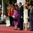 La reine Elisabeth II d'Angleterre, le roi Felipe VI et la reine Letizia d'Espagne, le prince Philip, duc d'Edimbourg - Cérémonie de bienvenue au palais Buckingham à Londres. Le 12 juillet 2017  (From the left) Queen Elizabeth II stands with King Felipe VI of Spain, his wife Queen Letizia and the Duke of Edinburgh during a ceremonial welcome for the King's State Visit to the UK on Horse Guards Parade, London.12/07/2017 - Londres