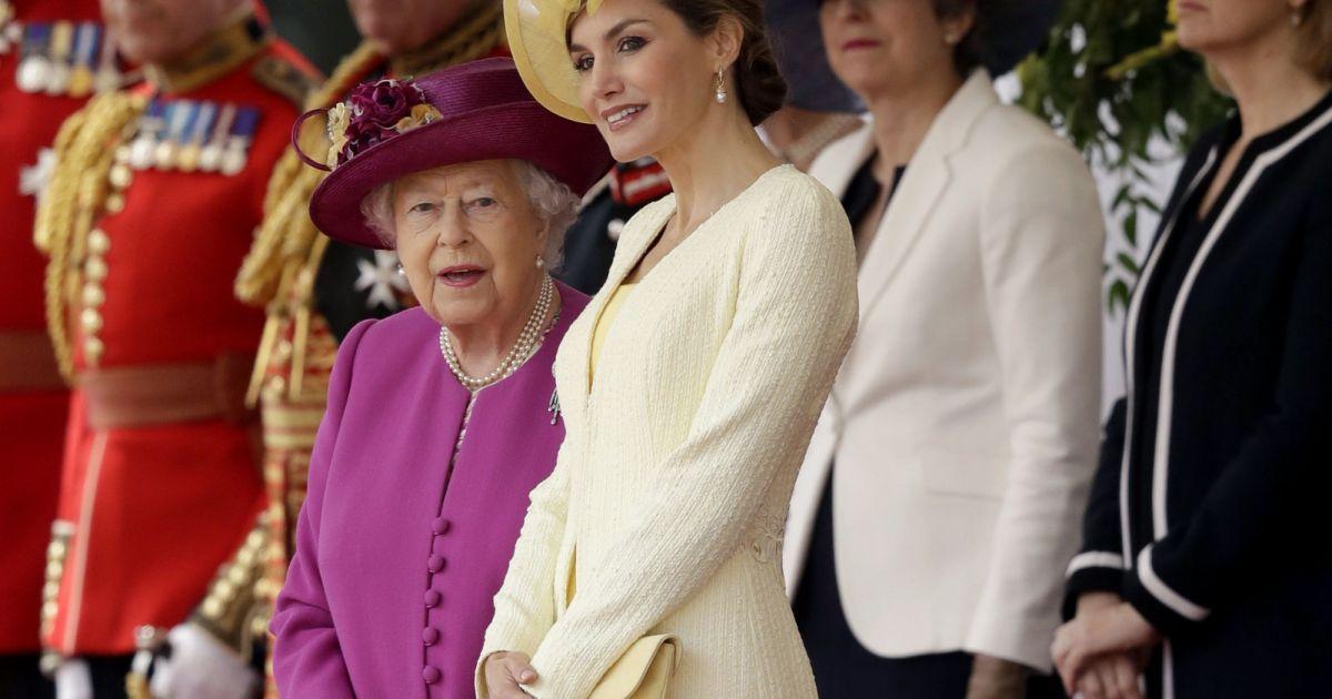 la reine elisabeth ii et la reine letizia d 39 espagne d 39 angleterre c r monie de bienvenue au. Black Bedroom Furniture Sets. Home Design Ideas