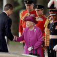 Le roi Felipe VI d'Espagne et la reine Elisabeth II d'Angleterre - Cérémonie de bienvenue au palais Buckingham à Londres. Le 12 juillet 2017  King Felipe VI of Spain is greeted by Queen Elizabeth II during a ceremonial welcome for his State Visit to the UK on Horse Guards Parade, London.12/07/2017 - Londres