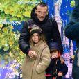 """Mathieu Kassovitz et ses enfants - Spectacle """"La Forêt De l' Enchantement"""" la nouvelle comédie musicale du parc Disneyland Paris, le 12 Février 2016 - Marne-la-Vallée © Gian Gorassini / Bestimage"""