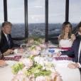 Capture d'écran du reportage de BFM TV sur le dîner d'Emmanuel et Brigitte Macron avec Donald et Melania Trump au Jules Verne à la Tour Eiffel - Paris le 13 juillet 2017